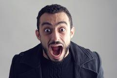 Mens met een verraste gelaatsuitdrukking Stock Fotografie