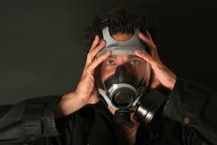 Mens met gasmasker Royalty-vrije Stock Afbeeldingen
