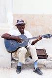 Mens met gitaar Havana Stock Foto's