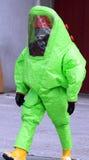 Mens met groen beschermend kostuum Royalty-vrije Stock Foto