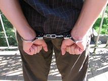Mens met handcuffs stock afbeelding