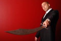 Mens met het zwaard van Samoeraien. Stock Afbeeldingen