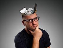 Mens met kantoorbenodigdheden in het hoofd Stock Foto's