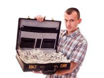 Mens met kofferhoogtepunt van geld Stock Fotografie