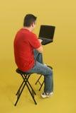 Mens met Laptop Royalty-vrije Stock Foto's