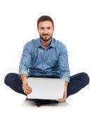 Mens met laptop Stock Fotografie