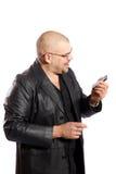Mens met mobiele telefoon stock afbeelding