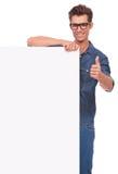 Mens met omhoog raad & duim Stock Afbeelding