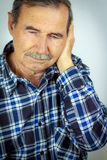 Mens met oorpijn Stock Fotografie