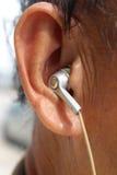 Mens met oortelefoons Stock Afbeeldingen
