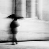 Mens met paraplu Stock Afbeeldingen