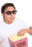 Mens met popcornemmer en 3D glazen Stock Foto