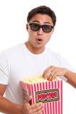 Mens met popcornemmer en 3D glazen Royalty-vrije Stock Foto