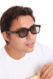 Mens met popcornemmer en 3D glazen Royalty-vrije Stock Afbeeldingen