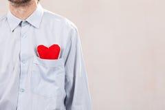 Mens met rood hart Royalty-vrije Stock Afbeelding