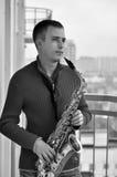 Mens met saxofoon Stock Fotografie