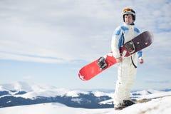 Mens met snowboard stock afbeeldingen