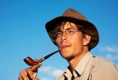 Mens met tabak-pijp Stock Foto