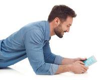 Mens met tablet Stock Afbeeldingen