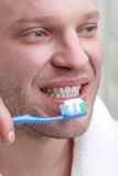 Mens met tandenborstel Royalty-vrije Stock Afbeeldingen