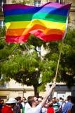 Mens met vrolijke vlag Stock Fotografie