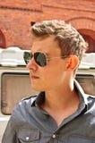 Mens met zonnebril royalty-vrije stock foto's