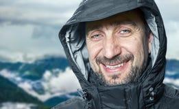 Mens na het beklimmen op de berg Royalty-vrije Stock Foto