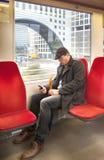 Mens in Nederlandse trein royalty-vrije stock afbeelding