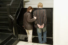Mens onder arrestatie in handcuffs_2 Stock Foto's
