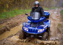Mens op ATV Stock Foto