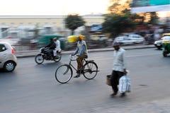 Mens op cyclus-India Stock Fotografie