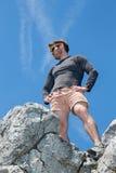 Mens op de bovenkant van rots Royalty-vrije Stock Fotografie