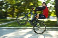 Mens op de fiets Royalty-vrije Stock Foto