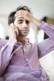 Mens op de mobiele telefoon Royalty-vrije Stock Foto's