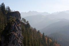 Mens op een berg Stock Fotografie