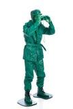 Mens op een groen stuk speelgoed militairkostuum Royalty-vrije Stock Afbeeldingen