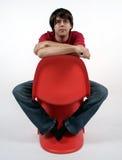 Mens op een stoel Stock Fotografie