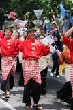 Mens op een traditioneel kostuum tijdens een parade Stock Fotografie