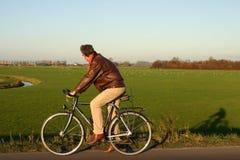 Mens op fiets Stock Afbeeldingen