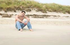 Mens op het strand royalty-vrije stock foto