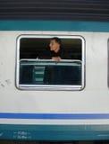Mens op het venster Stock Foto