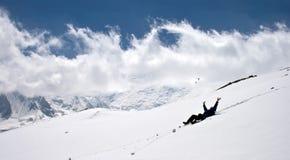 Mens op sneeuw. Stock Fotografie
