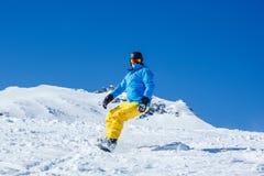 Mens op snowboard royalty-vrije stock afbeelding