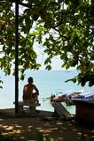 Mens op strand Royalty-vrije Stock Afbeeldingen