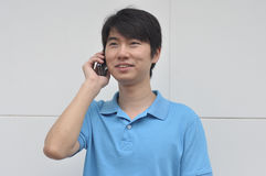 Mens op telefoon Stock Foto