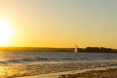 Mens op windsurf royalty-vrije stock foto