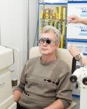 Mens in optometrische kliniek Royalty-vrije Stock Foto
