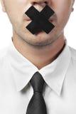 Mens in overhemd en geïsoleerde band met gesloten mond Royalty-vrije Stock Afbeeldingen