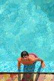 Mens in pool Royalty-vrije Stock Foto's