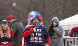 Mens in rode wit en blauw tijdens Donald Trump Inauguration Stock Afbeelding